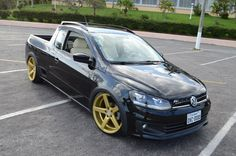 VW Saveiro MK6 with static suspension - Kraftberg Stern Staggered Gold Edition - 19x8,5 and 19x9,5