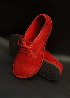 The website of Ruth Emily Davey, Award winning Shoemaker based in Wales. Handcrafted Shoes designed to last, feet shaped Shoes Shandals and Boots. Red Shoes, Cute Shoes, Me Too Shoes, Sensible Shoes, Sneaker Outfits Women, Handmade Leather Shoes, Black Booties, Women's Pumps, Womens Flats