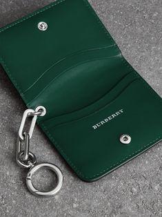 링크 디테일 가죽 아이디 카드 케이스 참 (블랙) | Burberry - cell image 3 Leather Wallet Pattern, Handmade Leather Wallet, Leather Card Wallet, Leather Gifts, Leather Craft, Leather Projects, Small Leather Goods, Leather Purses, Leather Wallets