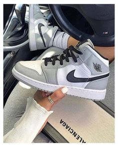 Dr Shoes, All Nike Shoes, Hype Shoes, Nike Shoes For Women, Swag Shoes, Nike Shoes Outfits, Cool Shoes For Men, Nike Custom Shoes, Gray Nike Shoes