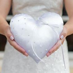 Wunderschönes Ringkissen in ausgefallener Herzform