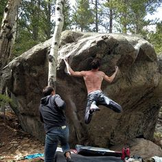 Dave Graham looking solid on a Boulder in Colorado #Bouldering #RockClimbing