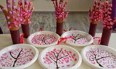 """""""Παίζω και μαθαίνω στην Ειδική Αγωγή"""" efibarlou.blogspot.gr: """"Ετίναξε την ανθισμένη αμυγδαλιά"""" Chinese New Year Crafts For Kids, Spring Crafts For Kids, Diy For Kids, Creative Activities, Craft Activities For Kids, Holidays With Toddlers, Cherry Blossom Art, New Year's Crafts, Crafts For Seniors"""