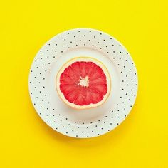 Simple yet striking mix of vibrant yellow, polka dots and grapefruit. Image via Pinterest.