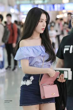 Find images and videos about kpop, red velvet and irene on We Heart It - the app to get lost in what you love. Seulgi, Kpop Fashion, Korean Fashion, Fashion Outfits, Airport Fashion, Irene Red Velvet, Red Velet, Velvet Fashion, Kpop Outfits