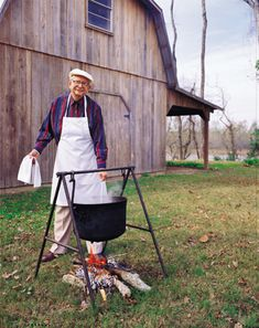 Google Image Result for http://www.tonychachere.com/attachments/wysiwyg/9/Tony_Cooking_outside.jpg
