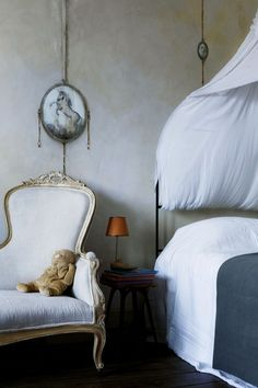 Wall Mural for Kids - Traditional Kids' Room Ideas But wouldn't you want this bedroom for yourself? Timeless.