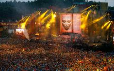 EDM stage design - tomorrowland 2012 the scale of modern medm productions