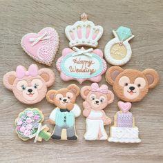 #icing #icingcookies #cookies #cookieart #customcookies #duffy #disney #disneycookies #decoratedcookies #shelliemay #duffycookies #wedding #weddinggift #weddingcookies Macaroon Cookies, Meringue Cookies, Macaroons, Sugar Cookies, Disney Cookies, Disney Bear, Sugar Icing, Wedding Cookies, Custom Cookies