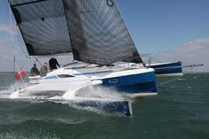 Dragonfly 28 trimaran on a 2-sail reach at speed