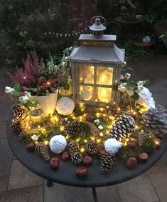 Luminous autumn decorations for Christmas Luminous autumn Christmas Lanterns, Outdoor Christmas, Christmas Wreaths, All Things Christmas, Christmas Time, Christmas Scenes, Wall Plant Hanger, Fall Decor, Holiday Decor