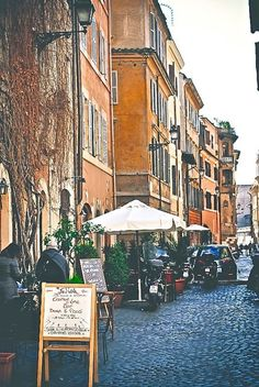 Trastevere - Places to see in Rome, Italy