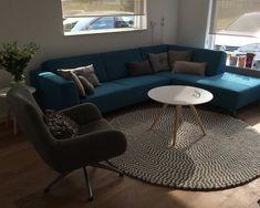 El #gris y el #blanco son dos tonos que combinan muy bien. Su #claridad hace que se aprecien todos los magníficos #matices de la #alfombra y su #diseño te hará sentir #relajado y #feliz. Además se integra muy bien en cualquier #ambiente. Si no consigues decidirte por un #color, ¡elige esta #alfombra y acertarás!