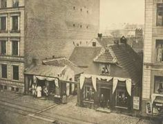 Vesterbrogade 70, ca. 1880. Amagerkone med hvidkål i porten. Gammel Kongevej i baggrunden. Kbhbilleder