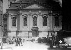 Obklíčený kostel, kam se ukryli parašutisté. AUTOR: OSOBNÍ ARCHIV EDUARDA STEHLÍKA. Church of Saints Cyril and Methodius, 18.06.1942