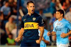 Boca ganó y tiene puntaje ideal en el torneo http://www.ambitosur.com.ar/boca-gano-y-tiene-puntaje-ideal-en-el-torneo/ El Xeneize ganó 2 a 0 y sumó su segundo triunfo seguido. Martínez en el primer tiempo y Calleri sobre el cierre anotaron para los de Arruabarrena, que jugaron todo el ST con diez por la roja a Orión.     Boca Juniors ganaba 1 a 0 al término del primer tiempo en