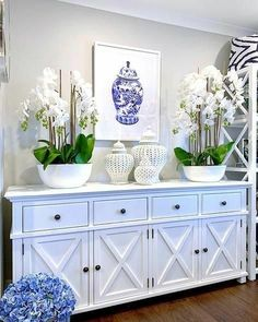 With a classic Chinoiserie Ginger Jar design our newest framed print will bring the Hamptons into your home! 💙 Shop in-store or online… Living Room Furniture, Living Room Decor, Sideboard Furniture, Kitchen Furniture, Antique Furniture, Hamptons Style Decor, Hamptons Style Bedrooms, White Decor, Entryway Decor