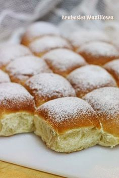 Yogurt buns Arabeska: Bułeczki na jogurcie Polish Desserts, Homemade Dinner Rolls, Bread And Pastries, Sweet Tarts, Healthy Desserts, I Love Food, Food Cakes, Food To Make, Cake Recipes