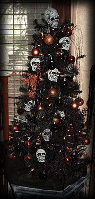 Buy a black tree and orange ornaments during Christmas time, and save it for next year for Halloween. And then buy skulls, bats, ect. A Halloween Tree. Diy Halloween, Halloween Christmas Tree, Adornos Halloween, Theme Halloween, Holiday Tree, Halloween House, Holidays Halloween, Xmas Tree, Holiday Fun