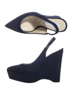 Imagen de http://www.cishoes.com/wp-content/uploads/2013/09/11/14/3057-Stella-McCartney-Nathalie-canvas-shoes-1.jpg.