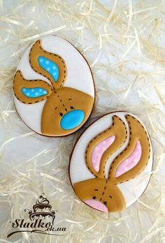 Stitch bunnies on egg shaped cookie
