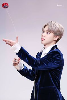 How does he look so beautiful just playing with the yoyo???
