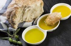 Multe persoane aleg să servească pâine cu ulei de măsline la micul dejun. Această combinație este unul din preparatele de bază ale dietei mediteraneene. Olives, Biscuit Bread, Olive Tree, Tofu, Olive Oil, Turkey, Eggs, Breakfast, Healthy