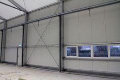 Ausgestattet mit Fenstern auf Maß bekommt ihr unsere mobilen Produktionshallen.