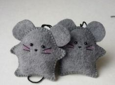 Cats Toys Ideas - Education and ICT 15 fantastic crafts to do with Felt - very sweet mice ornaments! ~M x - Ideal toys for small cats Crafts To Do, Felt Crafts, Fabric Crafts, Sewing Crafts, Sewing Projects, Mouse Crafts, Felt Projects, Ideal Toys, Felt Mouse