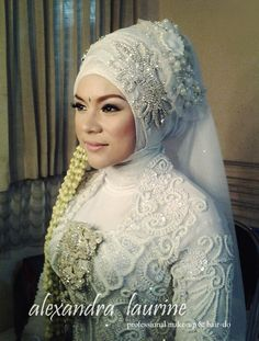 Like the way she managed to match the dress with the shirt she has on under it. Not an easy thing for the Muslim bride.