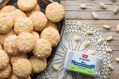 ΑΜΥΓΔΑΛΩΤΑ ΜΠΙΣΚΟΤΑ - paxxi Sweets Recipes, Desserts, Biscotti, Greek, Cookies, Breakfast, Food, Tailgate Desserts, Crack Crackers