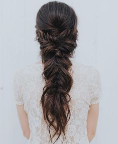 42 Half-Up Wedding Hair Ideas That Will Make Guests Swoon On Your Big Day Half-up hair is the perfect style for a relaxed wedding look. Wedding Hair Brunette, Half Up Wedding Hair, Wedding Braids, Long Hair Wedding Styles, Wedding Hair And Makeup, Hair Ideas For Wedding Guest, Fishtail Braid Wedding, Bridal Braids, Blonde Hair