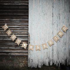 Just Married Banner - Die Raumdekoration für Ihre Hochzeit in der Scheune. Rustikaler Banner Just Married.