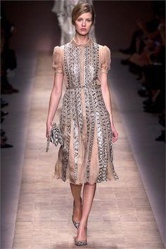 Sfilata Valentino Paris - Collezioni Primavera Estate 2013 - Vogue