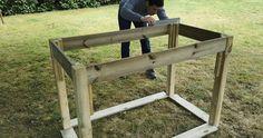Comment fabriquer un potager surélevé   Entryway Tables, Gardening, Home Decor, Palette, Decoration, Gardens, Garden Box Raised, Garden Boxes, Veggie Gardens