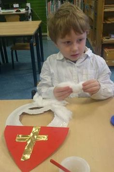 * Miter: cut and paste. Beard: first puncture the paper plate, then stick it with cotton wool . Holiday Crafts For Kids, Preschool Christmas, Catholic Crafts, Petite Section, Religious Education, Nouvel An, 4 Kids, Sunday School, Saints Days