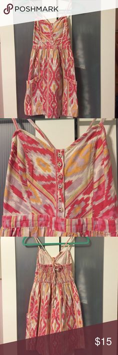 American Eagle Ikat Summer Dress This AE dress is perfect for a summer day. Pair with flip flops or wedges and you are good to go. Worn a few times, but still in great condition. 100% cotton and machine wash cold. From a non-smoking home. American Eagle Outfitters Dresses Mini