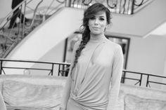 Eva Longoria, égérie L'Oréal Paris, en robe Vionnet automne-hiver 2014-2015 http://www.vogue.fr/sorties/on-y-etait/diaporama/dans-les-coulisses-de-cannes-jour-6-festival-de-cannes-2014/18821/image/1002267#!eva-longoria-egerie-l-039-oreal-paris-en-robe-vionnet-automne-hiver-2014-2015-et-bijoux-martin-katz-dans-les-couloirs-du-martinez-quelques-minutes-avant-la-montee-des-marches-du-film-maps-to-the-stars