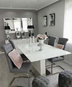 Dining Room Table Decor, Living Room Decor Cozy, Elegant Dining Room, Dining Room Design, Home Living Room, Interior Design Living Room, Dinner Room, House Rooms, Home Deco