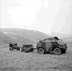 Morris-Commercial 'Quad' artillery tractor with limber and field gun, on an exercise in Scotland, 20 March 1941 Army Vehicles, Armored Vehicles, Royal Horse Artillery, Old Ford Trucks, Pickup Trucks, British Armed Forces, Military Pictures, Ww2 Tanks, Military Equipment