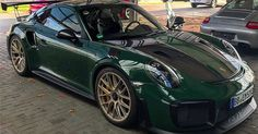 Porsche 911 GT2 RS Looks Stunning In British Racing Green #Porsche #Porsche_911