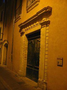 Old door, Nimes by night | Flickr: Intercambio de fotos