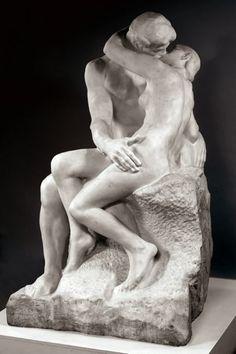 Tante volte gli artisti hanno rappresentato il bacio nell'arte. Ecco i capolavori nei quadri e nelle sculture, da Canova a Klimt e Magritte.