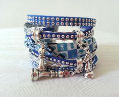 """Large bracelet Manchette Liberty authentique et Breloques """" Echec et Mat"""" le Jeu Collection Automne Hiver Bleu simili cuir tressé : Bracelet par libertylily"""