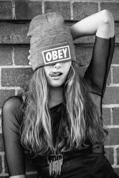 My next autumn purchase - Obey beanie Obey Beanie, Shotting Photo, Foto Casual, Girl Swag, Glam Rock, Tumblr Girls, Stylish Girl, Photo Poses, Girl Photography
