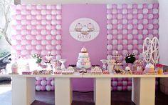 Na festa do cupcake para menina de 1 ano predomina o rosa. A Brinque Fest colocou até uma roda-gigante entre os enfeites. Foto: Elaine Regina/Divulgação