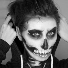 Skeleton / Skull Makeup Tutorial for Halloween - Wonder Forest Zombie Makeup, Scary Makeup, Makeup Looks, Fun Makeup, Makeup Ideas, Amazing Halloween Makeup, Halloween Make Up, Halloween Face Makeup, Halloween 2016