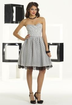 She wore an itsy, bitsy, teeny, weeny, black and white polka dot Prom Dress!  I need this dress with my shoes, Ugh! Can not wait!!