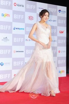 HAPPY BIRTHDAY! 10 Times we fell in love with Kang So Ra's gorgeous red carpet looks