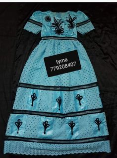 Couples African Outfits, African Attire, Kids Dress Wear, African Lace Dresses, African Fashion Ankara, Kids Fashion, Fashion Outfits, Toddler Dress, Cool Outfits